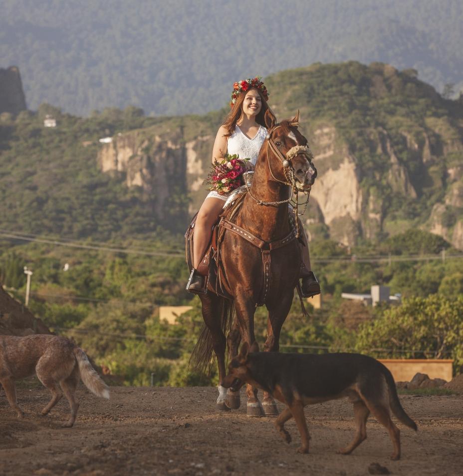novia montada caballo