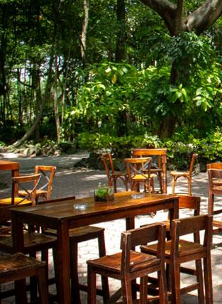 mesas en jardin